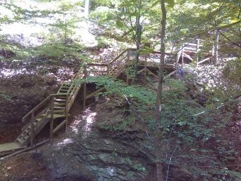 Passage/descente sécurisée sur roche